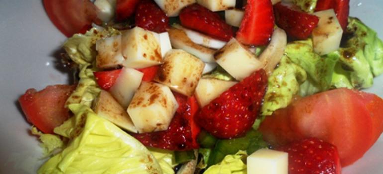 Receta ensalada de fresas con vinagreta balsámica de miel