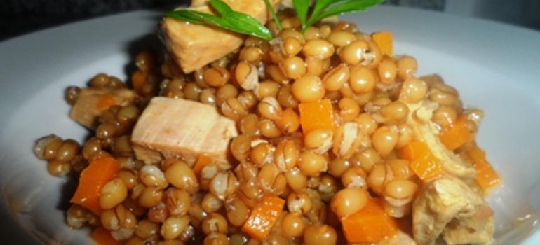 Receta de estofado de trigo y pollo. Atrévete a probar nuevos sabores
